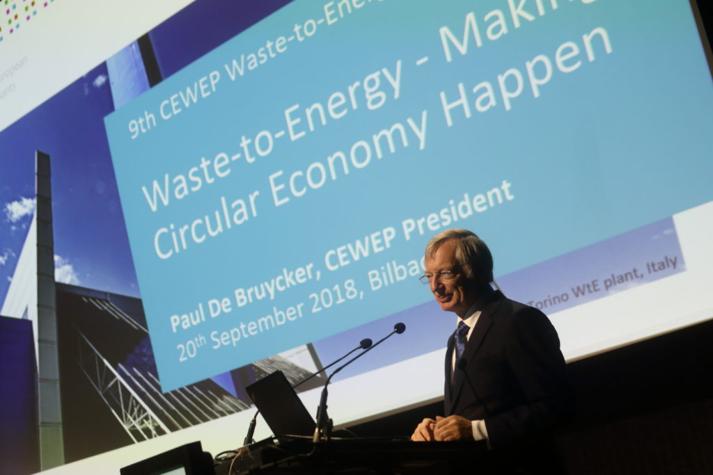 El palacio Euskalduna acoge el Congreso Cewep de plantas de valorizacion energetica de Europa, el evento mas importante del sector a nivel continental y que congrega a 225 profesionales de 22 paises. Al acto acudieron Paul de Bruyker y Unai Rementeria
